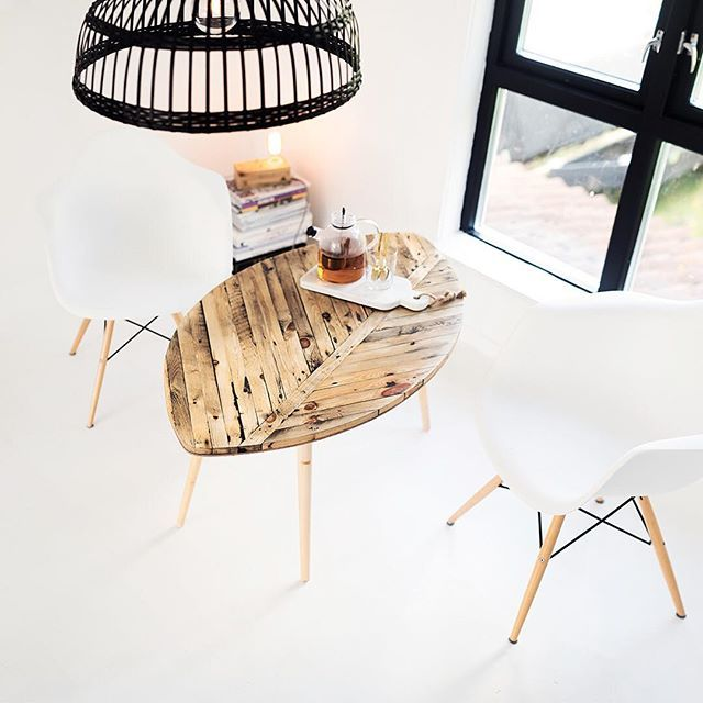 #0001, Oval.  #hygge • •  Wood leaf table modern scandinavian  #hrdl #håndlaget #handmade #interiørdesign #interiør #deco #interior123 #diningtable #spisebord #vakrehjemoginteriør #scandinaviandesign #nordicdesign #nordicinspiration #homedesign #homestyle #instahome #krsby #sørlivet #diningtable #geometric #geometricshape #oval #table #spisebord #spisestuebord #stuebord