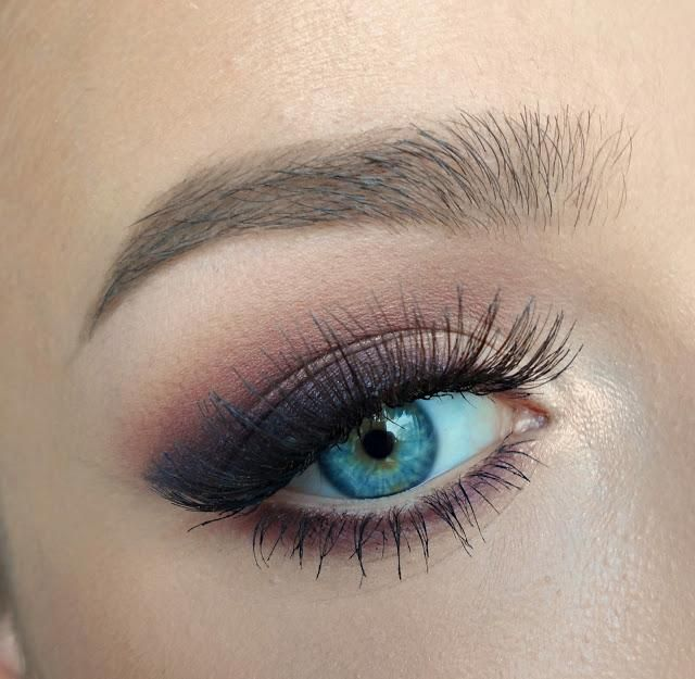 Learn how to achieve this smoky winged eye look!