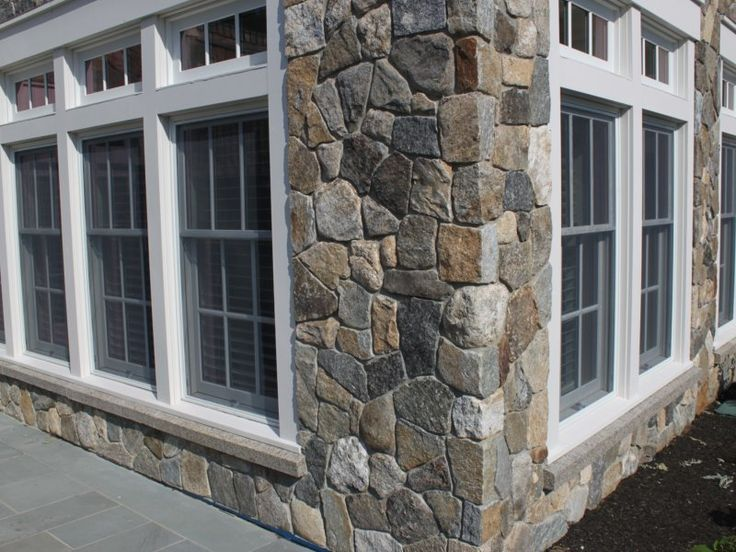 1000 ideas about stone veneer on pinterest natural stone veneer manufactured stone and thin - Houses with stone veneer facades ...