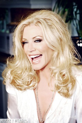 ♡ ﻬஐ SHaNNoN TWeeD (SiMMoNs) I love this woman. She is amazing and an inspiration to women.