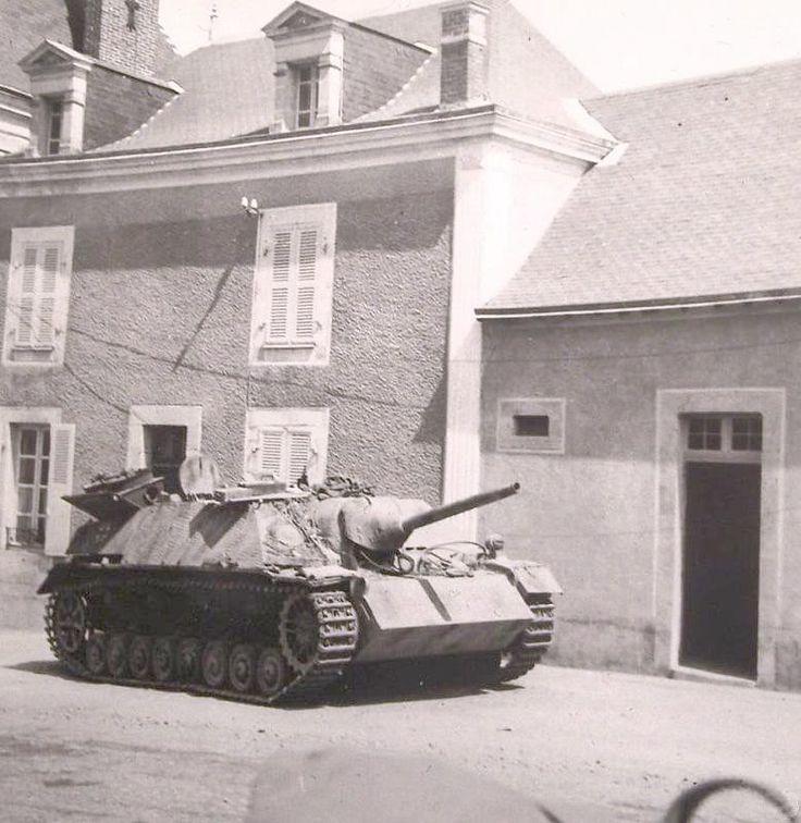 """Jagdpanzer IV L/48 """"212"""", SS-Pz.Jg.Abt. 17, Vaiges, France."""
