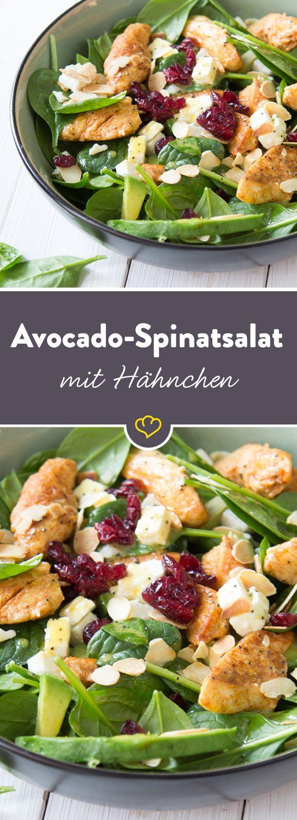 Geballte Salatpower aus frischem Spinat, cremiger Avocado, süßen Cranberries, würzigem Feta, knusprigen Mandeln und gebratenem Hähnchen. Der macht Spaß!