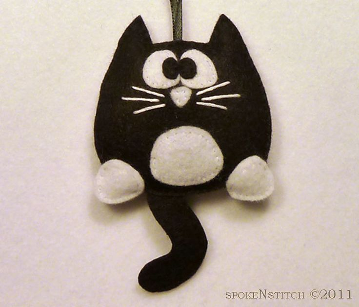Tuxedo Cat Felt Christmas Ornament - Licorice the Tuxedo Kitty