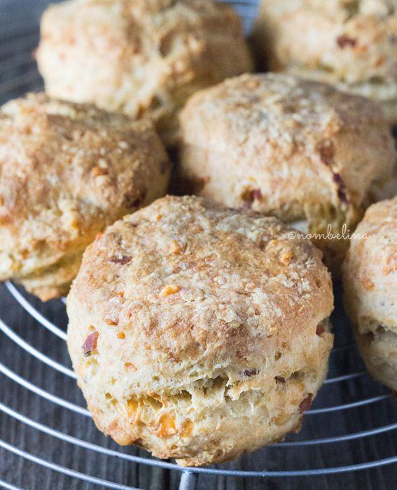 Deze hartige scones zijn gemaakt met spek, kaas en tijm. Vervang het spek met zongedroogde tomaat voor een vegetarische versie.