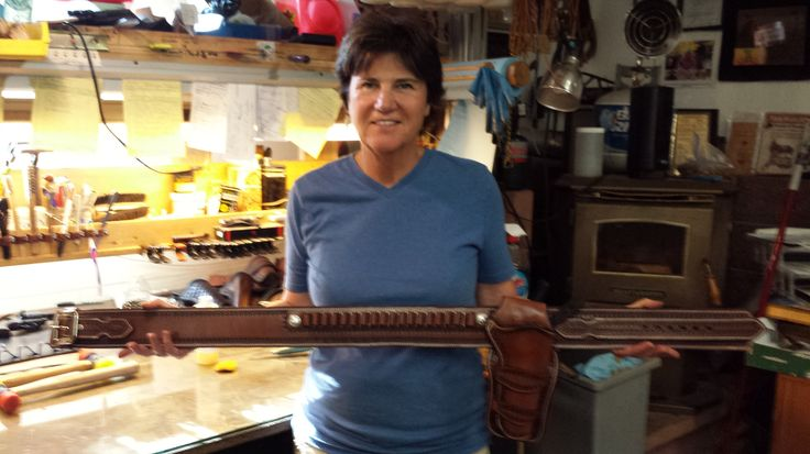 Student Stacy Nelson and her single rig.  Stacy also made an Askins Avenger!  www.slickbald.com #slickbald #leather #SASS