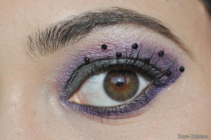 paarse make-up art met strass steentjes