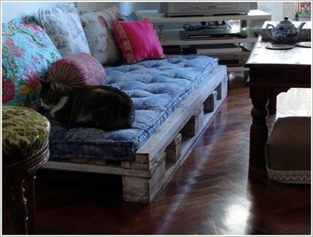 Canapé rustique en palettes pour un salon design