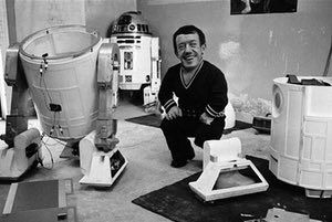 Kenny Baker, who played R2-D2, out of costume.