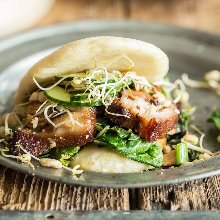 Burger mal anders- dieses taiwanesische Street Food mit saftigem Schweinefleisch in einer fluffigen Hefetasche und allerlei Toppings wird dich begeistern!