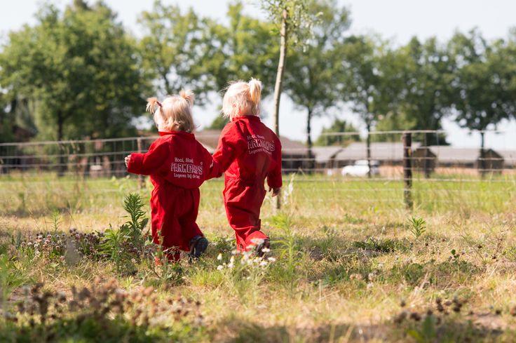 Je hoeft de auto de grens niet over te sturen, de #boerderijvakanties beginnen gewoon in Nederland. #Pharos Reizen heeft samen met #Farm #Camps zes bijzondere vakanties samengesteld. Je logeert in een comfortabele safaritent op het boerenerf, en de kinderen kunnen in de leer als boerenknecht!