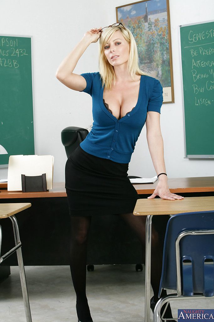 Holly Sampson As The Sexy Teacher School Milf Cleavage -1181