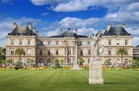 Le palais du Luxembourg, situé dans le 6ᵉ arrondissement de Paris dans le nord du jardin du Luxembourg, est le siège du Sénat français, qui fut installé en 1799 dans le palais construit au début .