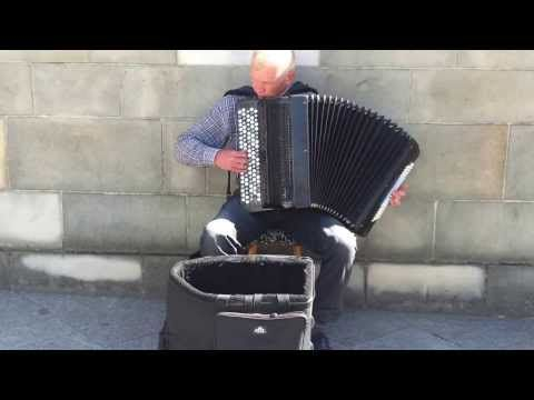 Niesamowity Akordeon na Rynku w Krakowie.Piękne - YouTube