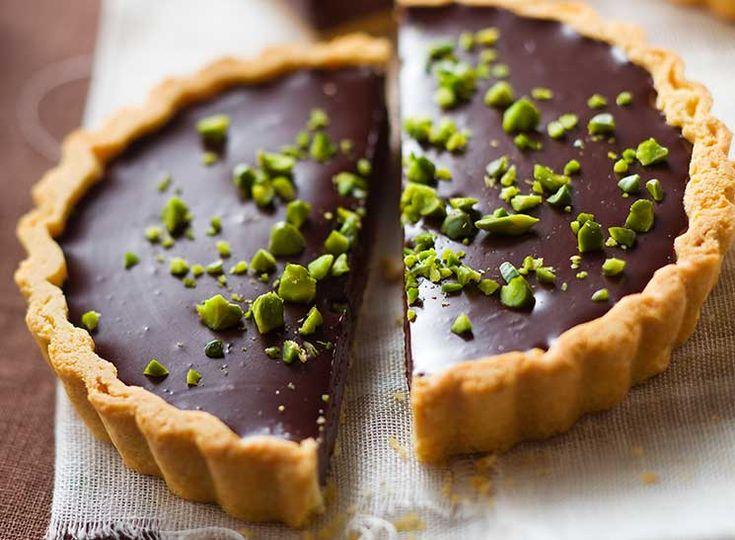 Ατομικές τάρτες σοκολάτας με φιστίκια