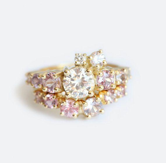 Diamante conjunto de anillo de bodas de racimo por capucinne