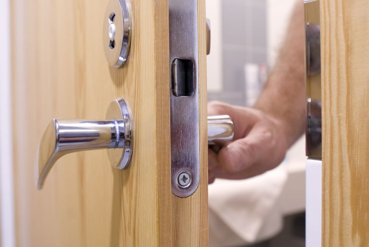 Synchronized Lock System For A Bathroom With 2 Doors Jack