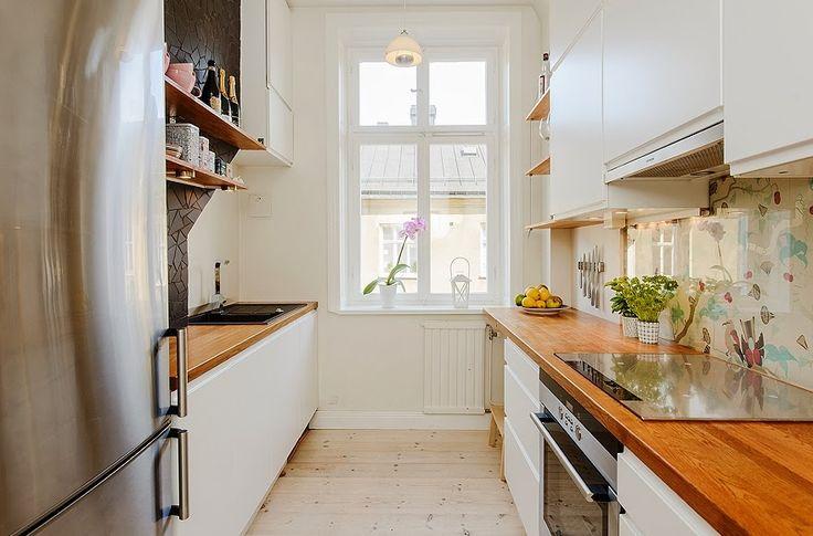 our very first apartment: Otwarte półki w kuchni