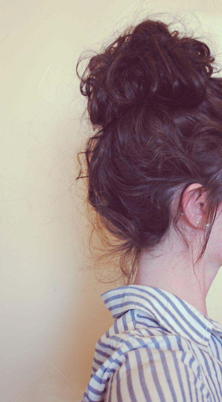 messy hair bun
