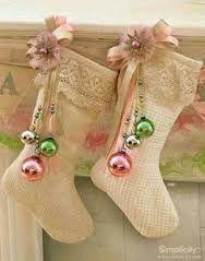 Resultado de imagen para como hacer botas navideñas de fieltro