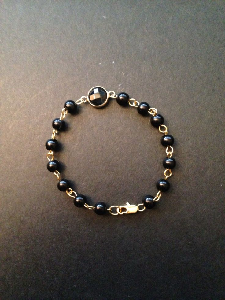 Bracelet with black pearls