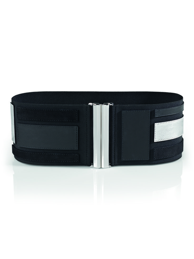 The Arjana Belt by Wolford is the perfect companion to any simple outfit. An essential for every wardrobe
