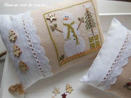 LHN snowman cross stitch - love the pillow colors & little tree buttons!