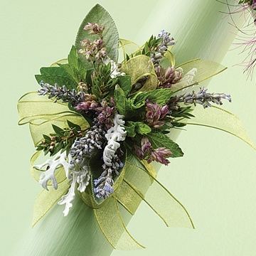 Garden styling corsage, organic & herbal looking.  This would make a lovely little bouquet.