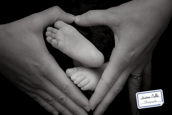 Je vous présente des petits pieds de bébé photographiés au studio à avec Papa et Maman. C'est tout rigolo et tout mignon. :-)