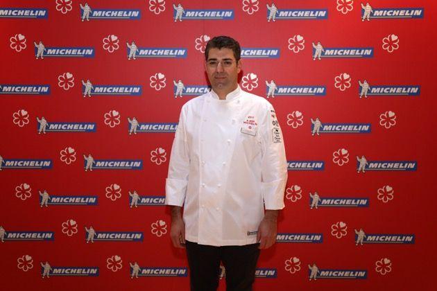#Accursio #Craparo porta per la seconda volta la #stella a #Modica. Dopo l'esperienza alla #GazzaLadra di #PalazzoFailla arriva il macaron per il suo locale Accursio #Ristorante. #michelin #chef #guida #sicilia #cucina