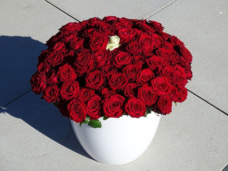 90 rode rozen, en één witte. Voor een lieve oma