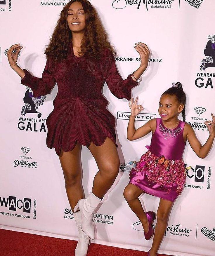 ‼️��⭐️Девочки медитируют-Соланж Ноулз и малышка Бейонсе-Блу Айви на Wearable Art Gala 2017 в Лос-Анджелесе. ---- ✔️#kellyroland#dance #song #music  #supermodel #superstars #topmodel #topface #angel#hot #celebrity  #bikini  #candiceswanepoel  #селебрити #новостизвезд #новости #москва #россия #отдых#plussize #goddess #gossipgirl #hollywoodnews #hollywood #standup #adrianalima #stars#шоубизнес#fashionstyle #звезды #москва #россия http://tipsrazzi.com/ipost/1505290253413718341/?code=BTj3YKWlRlF