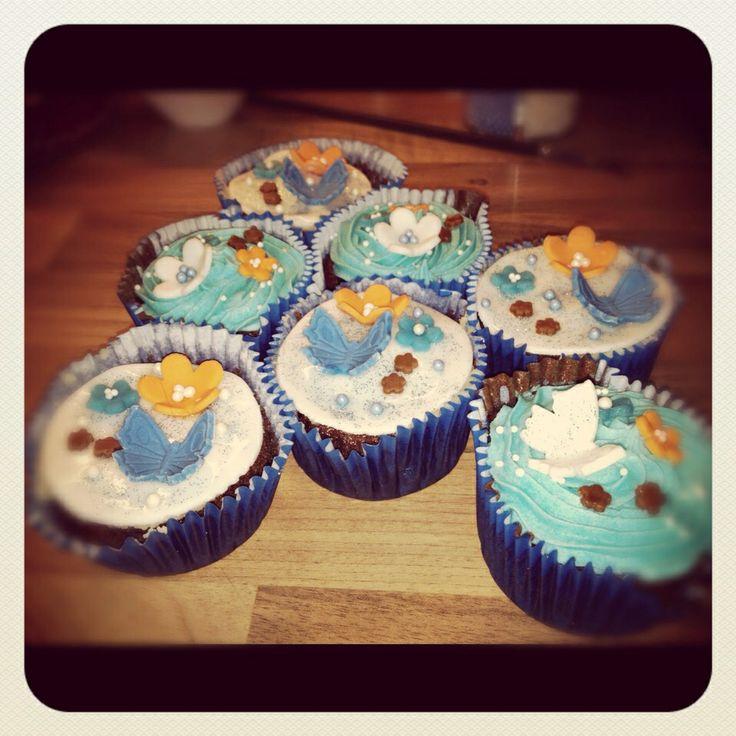 Blue-orange retro cupcakes