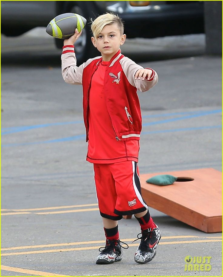 Gwen Stefani and Gavin Rossdale take their boys Kingston and Zuma to a Super Bowl party on February 2, 2014
