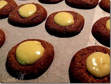 Biscuiti fragezi de ciocolata - mod de preparare in pasi. Invata sa faci acasa cei mai fragezi biscuiti de ciocolata. Reteta biscuiti de ciocolata.