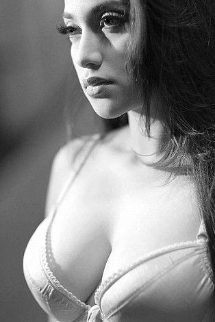Foto Syur Terbaru Sarah Azhari Seksi Lingerie - Foto Sexy Artis Indonesia