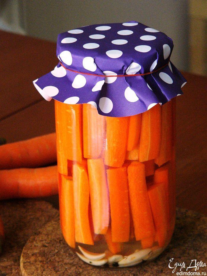 Маринованная морковь. Зимой такая морковь радует своим цветом, украшает стол и пикантно дополняет горячие основные блюда. #edimdoma #recipe #cookery