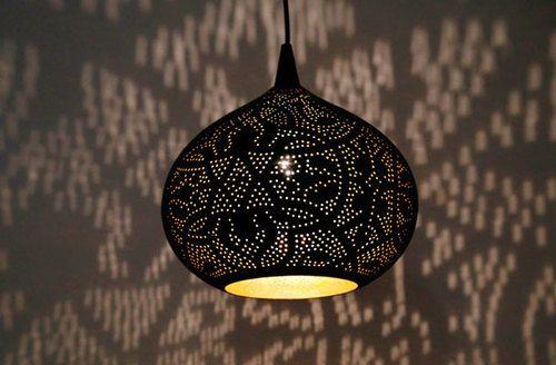 Hanglamp pompoen filigrain-stijl metaal mat zwart finish met binnenkant goudkleurig