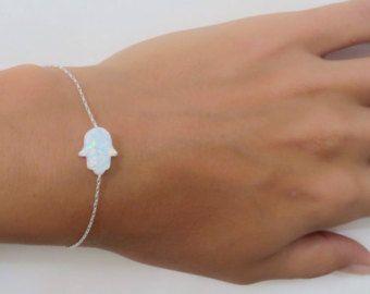 Opal hamsa pulsera, pulsera de mano blanco opal, opal pulsera, pulsera de plata, pulsera de mal de ojo, mano de plata pulsera joyería del ópalo