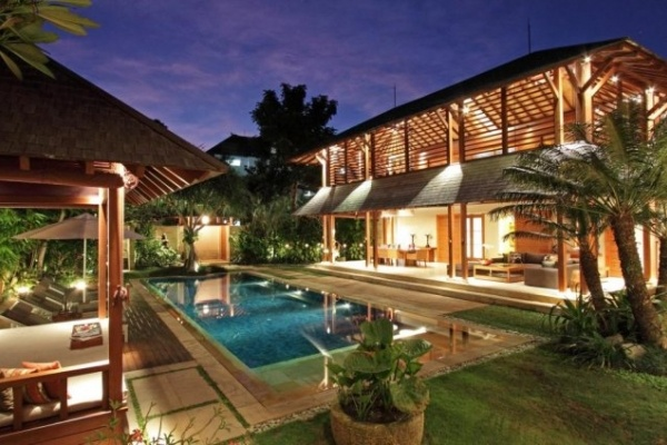Villa Windu Sari—the name is loosely translated as 'A beautiful place in time' - is a peaceful oasis in the heart of Petitenget on Bali's southwest coast.