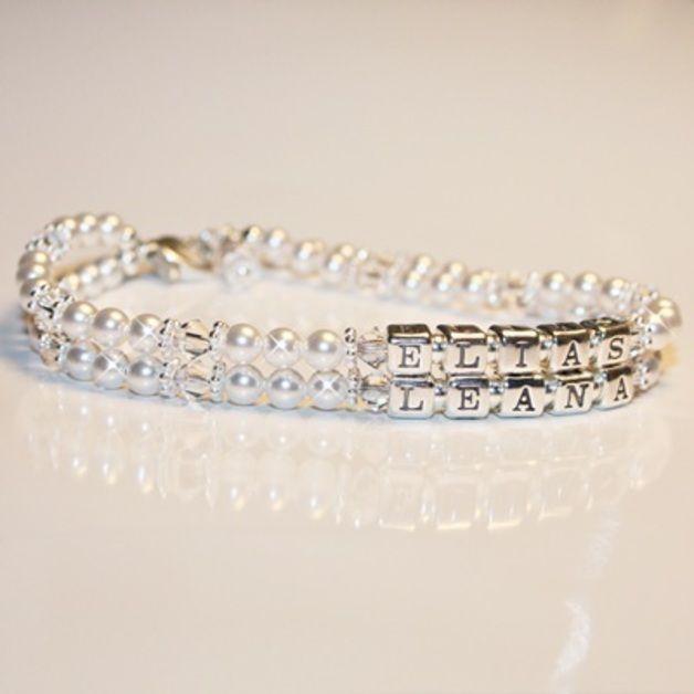*Ein Armband, das jedes Mutterherz höher schlagen lässt: Die Namen der Kinder an zwei miteinander verbundenen Namenssträngen. Edle Silberbuchstabenwürfel, Silberperlen und silberne...