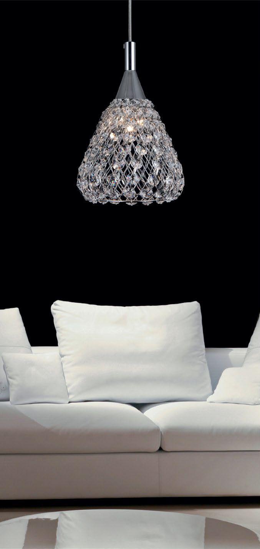 Lampa Zuma Line Iris to połączenie klasyki z nowoczesnością. Kryształki osadzone na metalowej siatce dodają lampie niepowtarzalnego uroku i blasku. Iris docenią wszyscy ci, którzy poszukują w swoim otoczeniu gustu i dobrego smaku.