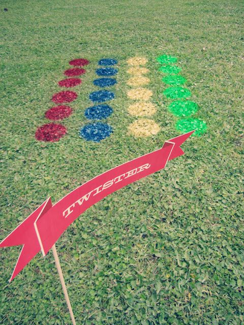 Twister on the lawn. Such a good idea! Would totally do this at a birthday party!