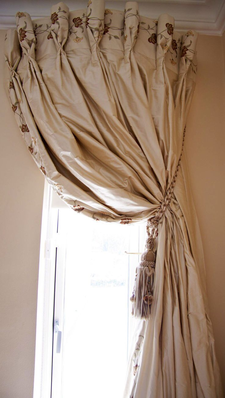 Curved curtain rod - Embroidery At Top And Along Side Curved Curtain Rod Very Full Pinch Pleating