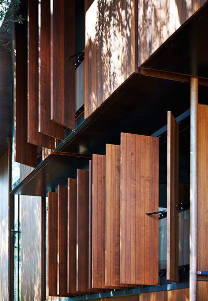 land house / peter stutchbury architecture / operable timber shutters