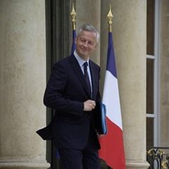 French political ministers leave the Elysee Palace after a cabinet meeting (341686)