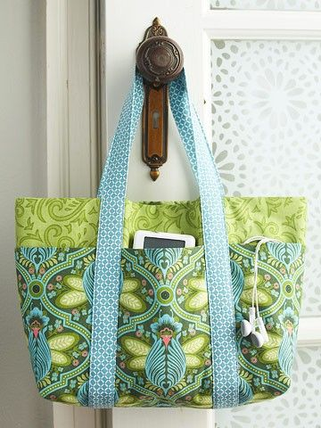 How to sew a simple 6 pocket bag.-- so many uses.. gym, baby, beach... This is the link to bhg...http://www.bhg.com/crafts/sewing/accessories/six-pocket-bag/?page=1