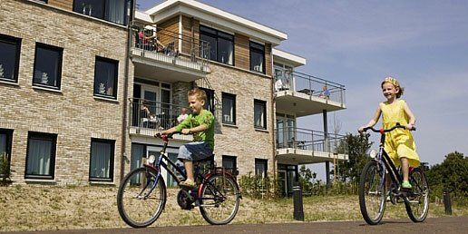 Waddeneiland Schiermonnikoog is in z'n geheel een Nationaal Park. Overal waar u kijkt, prijkt de natuur. U verblijft op Landal Vitamaris, een appartementen-complex met 62 comfortabele en moderne appartementen.