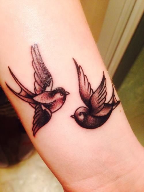hmmm wanting to get something with swallows in my tattoo for carson :)