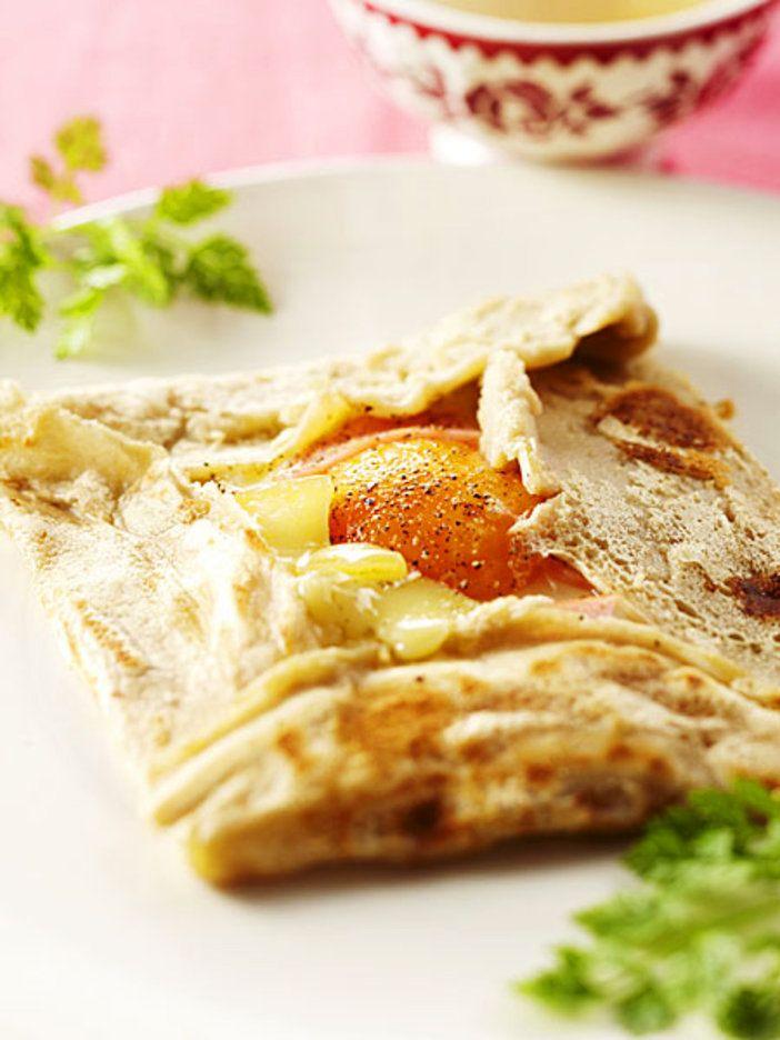 素朴なそば粉のガレットには、コクある味わいのコンテチーズがぴったり 『ELLE a table』はおしゃれで簡単なレシピが満載!