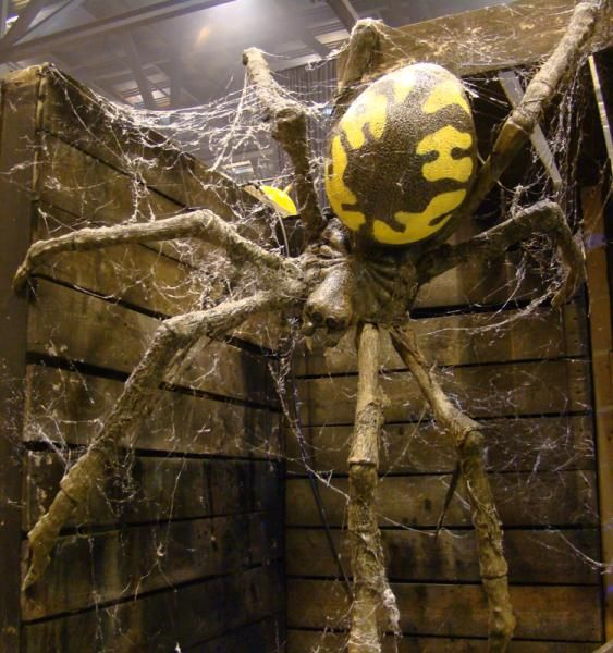 prop showcase giant spider build from page 7 - Giant Halloween Decorations